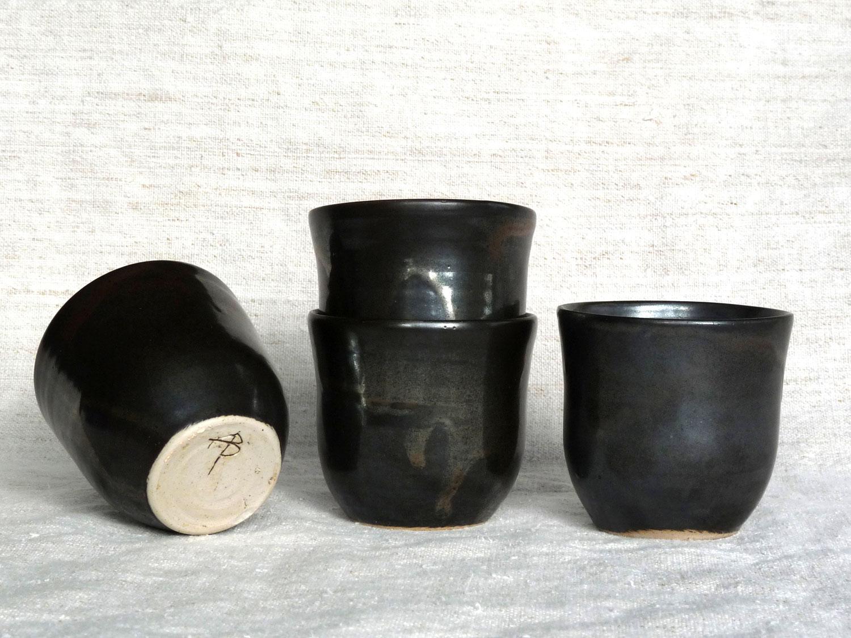 Ensemble de 4 petites tassesen grès gris anthracite