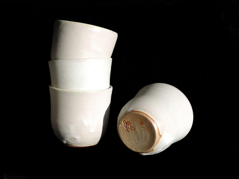 Ensemble de 4 petites tasses en grès blanches