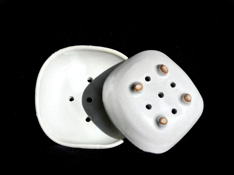 Porte-savon en grès blanc