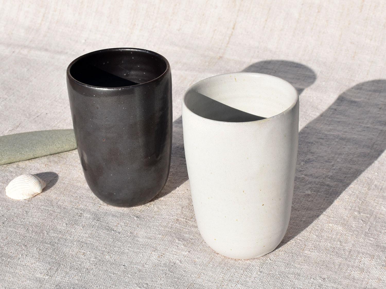Gobelet blanc et gris anthracite en grès